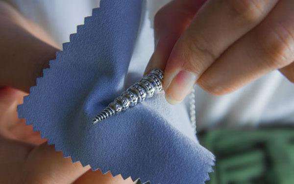 Как почистить топаз в серьгах или в кольце в домашних условиях