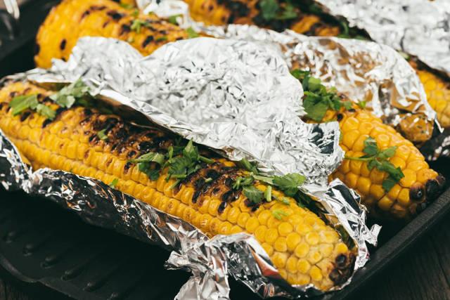 Можно ли в стеклянной банке разогревать еду в микроволновке – насколько это безопасно