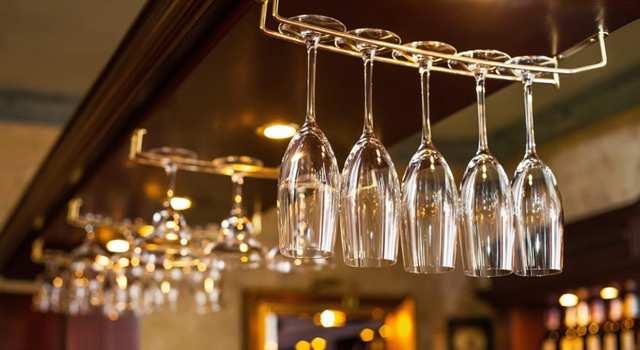 Как отмыть стеклянную посуду до блеска?