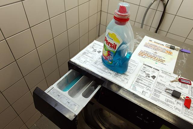 Куда заливать кондиционер в стиральной машине и как это правильно делать?