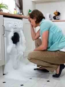 Почему стиральная машинка постоянно набирает воду в рабочем состоянии?