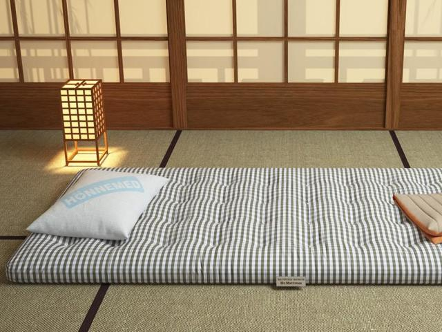 Можно ли спать на полу, как делать это правильно и стоит ли ждать пользы?
