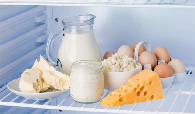 Сколько хранится творог в холодильнике и морозильной камере?