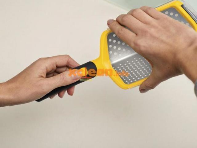 Как помыть терку, если на ней засохшие частички?