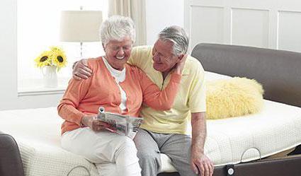 Как выбрать матрас для двуспальной кровати и молодым, и пожилым