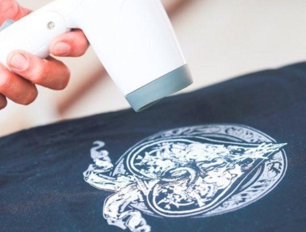 Как убрать наклейку с одежды: снимаем термонаклейку с футболки
