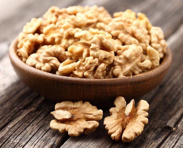 Грецкий орех: польза и вред для мужчин и женщин, противопоказания, сколько грецких орехов можно есть в сутки
