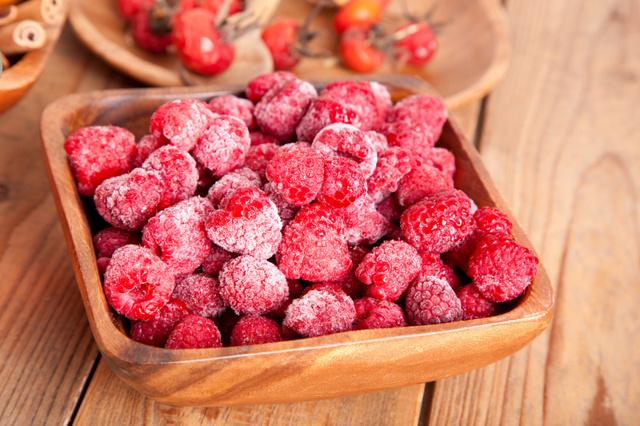 Как заморозить малину на зиму в морозильной камере и в холодильнике: подготовка плодов, этапы заморозки, заготовки с сахаром