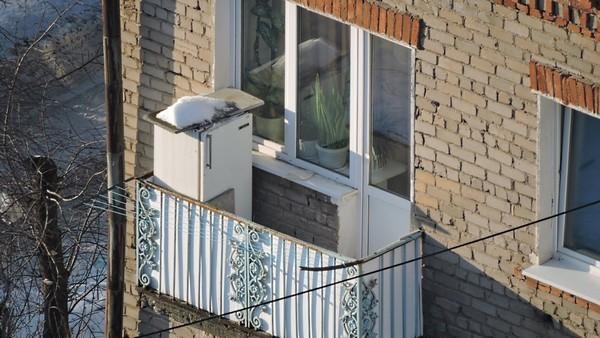 Можно ставить холодильник на балконе или лучше найти другое место?