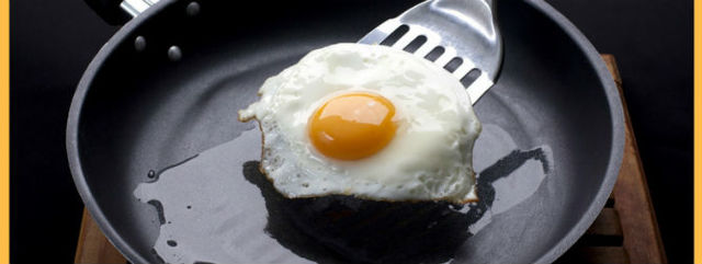 Пригорает сковорода с керамическим покрытием – что делать, чтобы быстро восстановить ее функции?