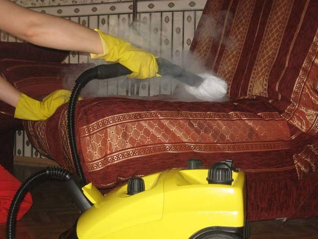 Чистка мягкой мебели в домашних условиях – средства и особенности сухой и влажной чистки