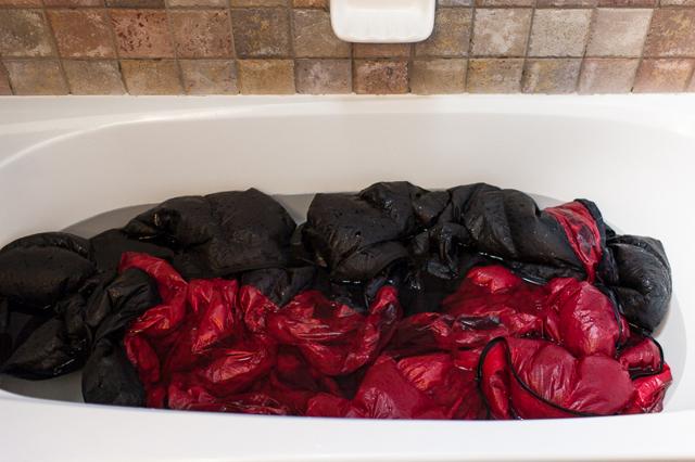 Как правильно стирать спальный мешок в стиральной машине и руками