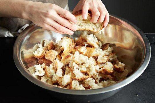 Как черствый хлеб сделать мягким в микроволновке или духовке