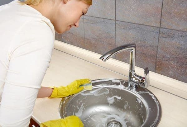 Можно ли мыть посуду стиральным порошком, чем опасно