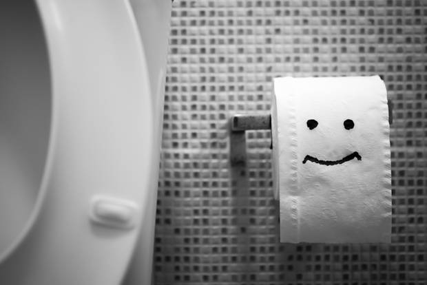 Что можно бросать в унитаз: смоются ли презервативы, туалетную бумагу, кошачий наполнитель, салфетки