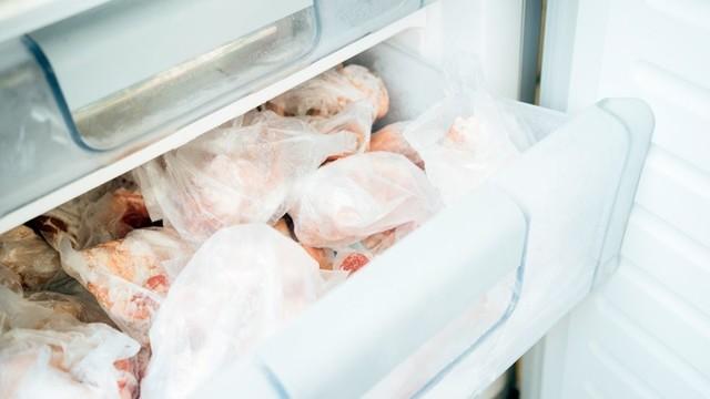 Сколько можно хранить замороженную курицу в морозилке: полезные советы, нормы и температурный режим