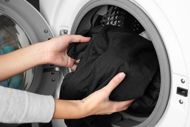 Можно ли стирать красное с чёрным и почему