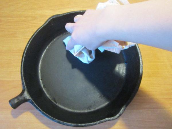 Как прокалить чугунную сковороду: лучшие способы