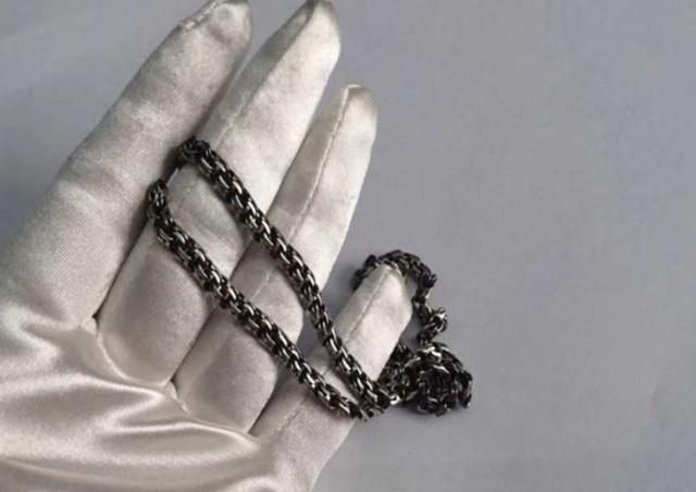 Почему темнеет серебро на шее – цепочка и крестик, а также другие украшения