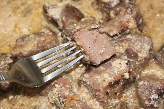 Сколько вымачивать говяжью и свиную печень в молоке перед приготовлением, нужно ли вымачивать куриную и печень индейки