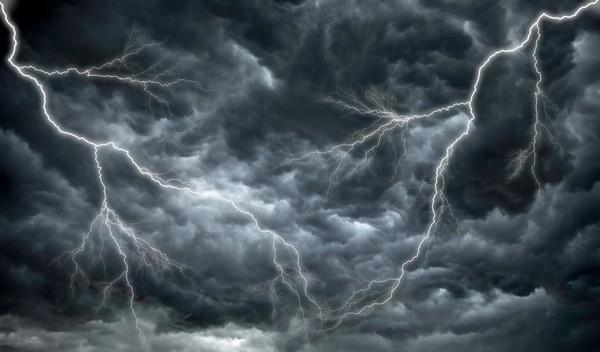 Можно ли включать кондиционер в дождь и во время грозы