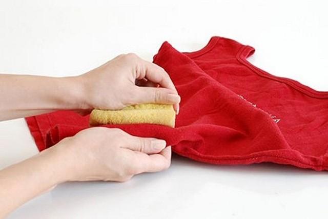 Как и чем отстирать солидол с одежды, не испортив ткань?