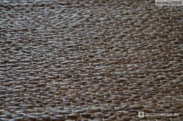 Как сделать, чтобы ковер не скользил по полу – ламинату, линолеуму и плитке: чем его закрепить, варианты подкладок