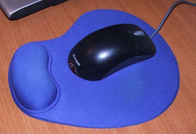Как правильно стирать коврик для мыши из ткани и твёрдых материалов: инструкция