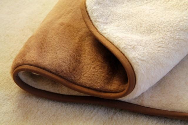 Можно ли стирать пуховое одеяло в стиральной машине и как это правильно делать?