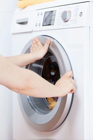Как достать предмет из барабана стиральной машины: пошаговая инструкция