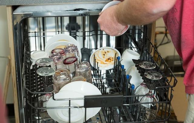 Как пользоваться посудомоечной машиной: первый запуск, температурный режим, правильный уход, загрузка