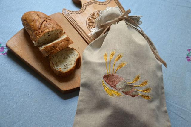 Почему хлеб из магазина плесневеет, а не черствеет