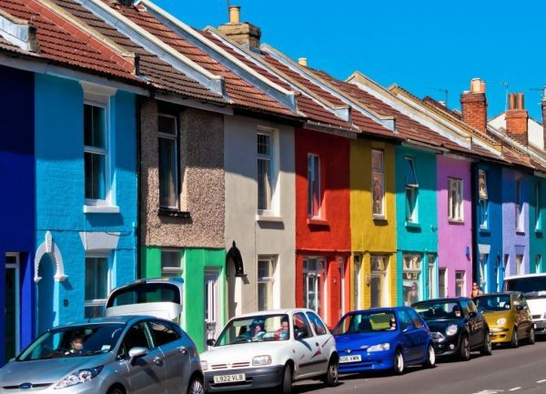 Можно ли мыть фасадную краску, и как правильно это делать