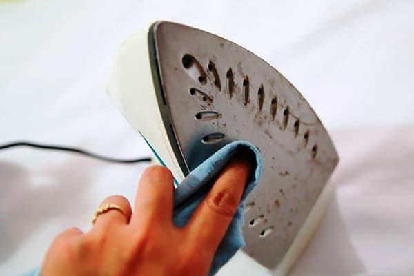 8 вещей, которые стоит чистить паровым утюгом: скрытый потенциал техники