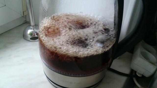 Как почистить чайник колой или пепси, может ли газировка убрать толстый слой накипи