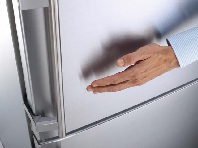 Как убрать наклейки с холодильника и не испортить поверхности?