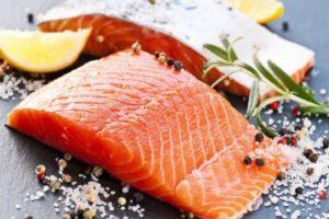 Нужно ли мыть рыбу перед засолкой, приготовлением или заморозкой: за и против
