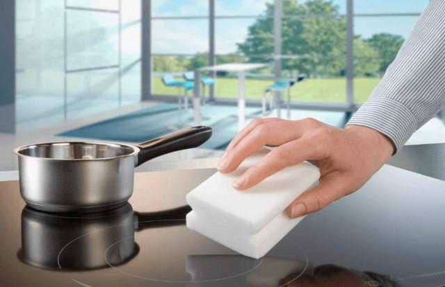 Почему нельзя мыть посуду меламиновой губкой, и как её правильно использовать