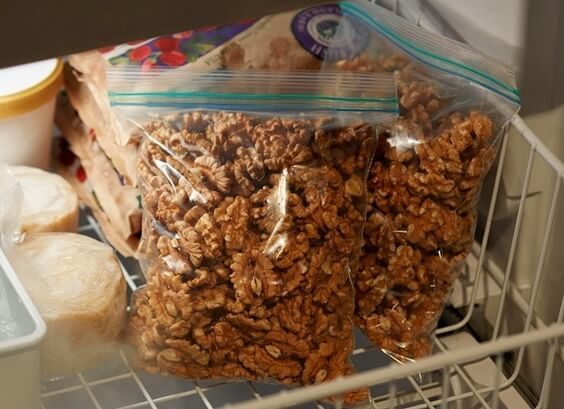 Как хранить орехи в домашних условиях - особенности очищенных и в скорлупе