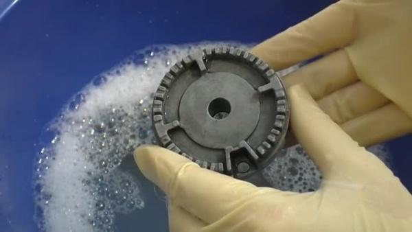 Как почистить конфорки газовой плиты и зачем это делать?