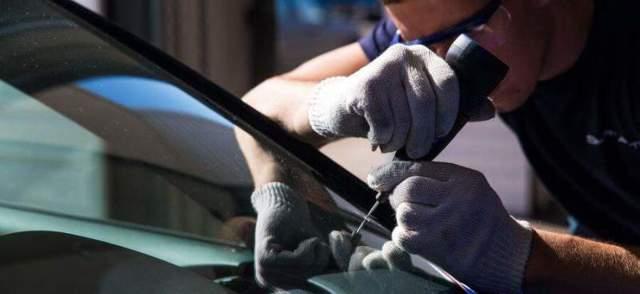 Царапины на стекле автомобиля: можно ли избавиться от них в домашних условиях?