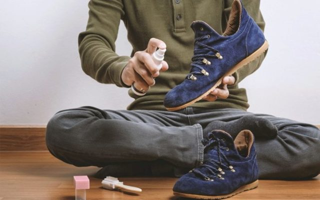 Как стирать замшевые кроссовки при разных видах загрязнений