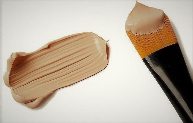 Как отстирать тональный крем с одежды быстро и качественно?