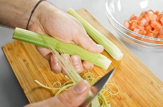 Как чистить сельдерей: правила и советы
