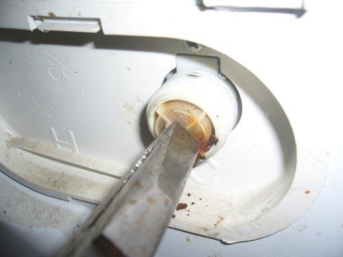 Стиральная машина не набирает воду – почему это происходит?