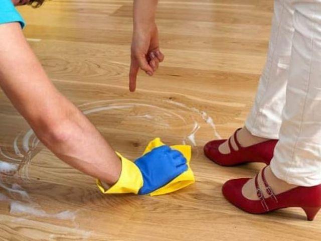Очищение пола от пятен – наиболее распространенные способы