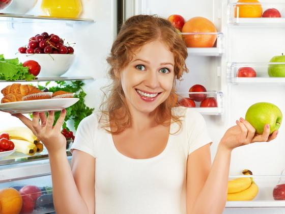 Как навести идеальный порядок в холодильнике по полкам: удобно и без запахов
