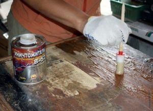 Чем и как отмыть водоэмульсионную краску с пола и обоев