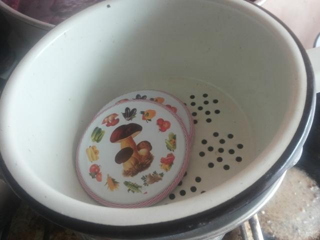 Можно ли винтовые и закручивающиеся крышки использовать повторно для консервирования: проверка крышек с закруткой на герметичность