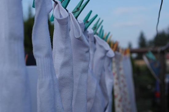 Можно ли стирать носки и трусы вместе: причины и рекомендации